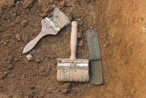 Strumenti di un archeologo.