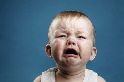 Neonato che piange.