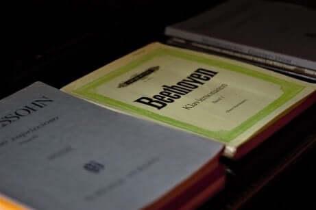 Libri di sinfonie di Ludvig van Beethoven.
