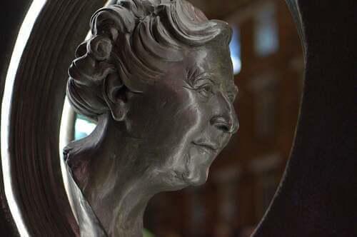 Monumento di Agatha Christie.