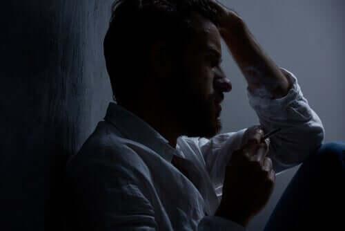 Uomo al buio.
