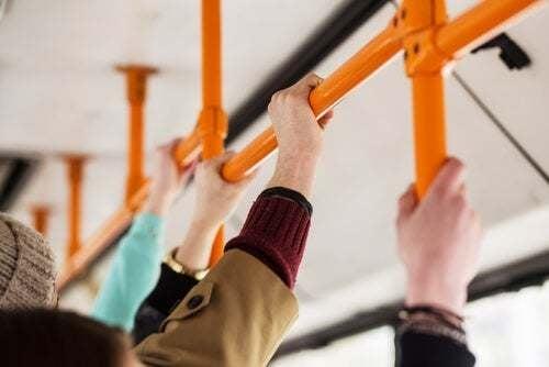 Persone sull'autobus.