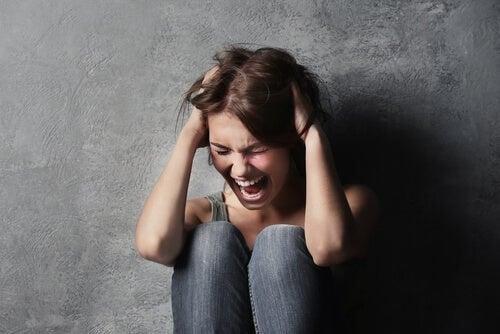 Crisi isterica: sceneggiata o grido di aiuto?