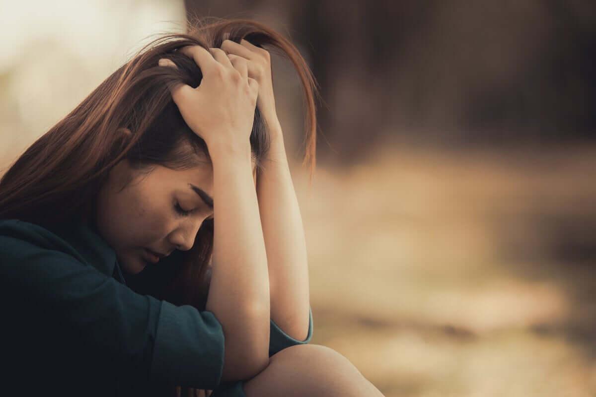 Donna triste e dubbiosa.