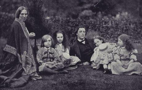 La famiglia Liddell con Lewis Carroll.