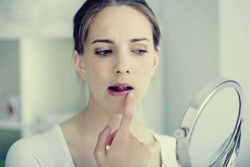 Herpes da stress: emozioni che diventano vesciche