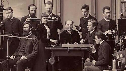 Hugo Münsterberg ed altri colleghi a lavoro.
