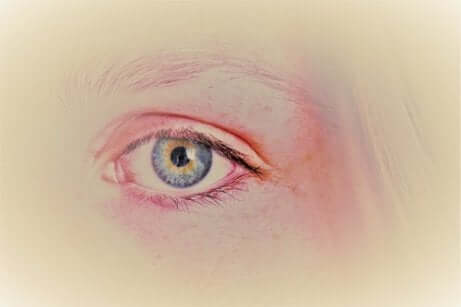 Occhio celeste disegnato.
