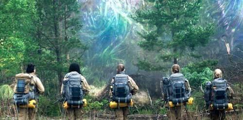 Gruppo di ricercatrici che stanno per entrare in un bosco.