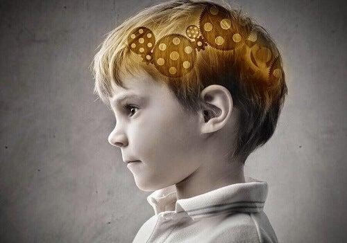Ingranaggi nel cervello del bambino.