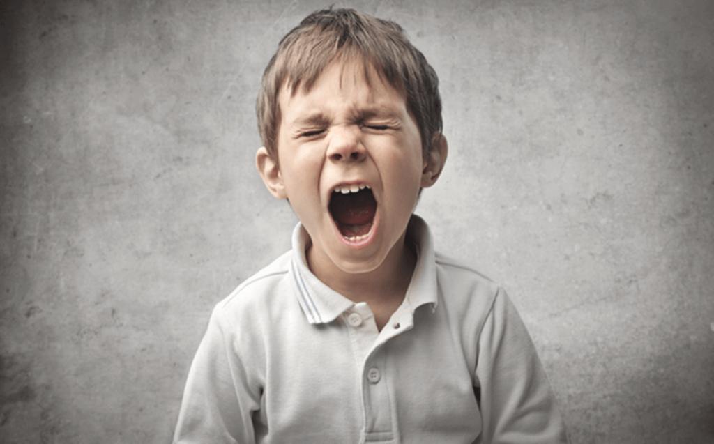Bambino che urla.