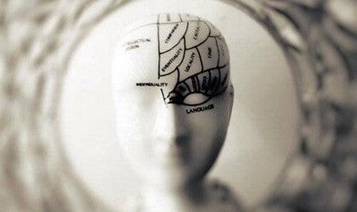 Ferire gli altri: meccanismi psicologici