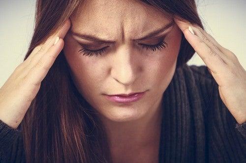 Effetti del sonno interrotto cefalea.