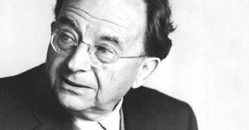 Erich Fromm in bianco e nero.