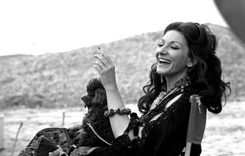 Maria Callas che sorride.