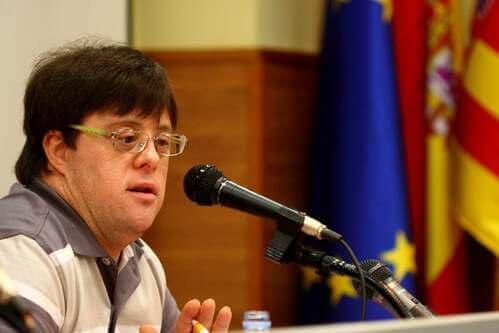 Pablo Pineda tiene una conferenza.