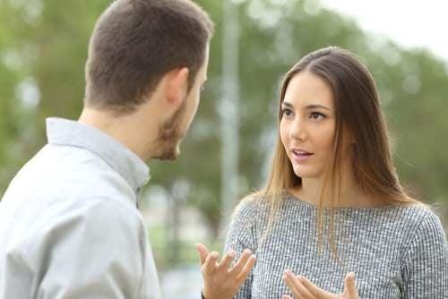 Essere buoni con gli altri e conversazione di coppia.