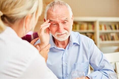Uomo con l'Alzheimer.
