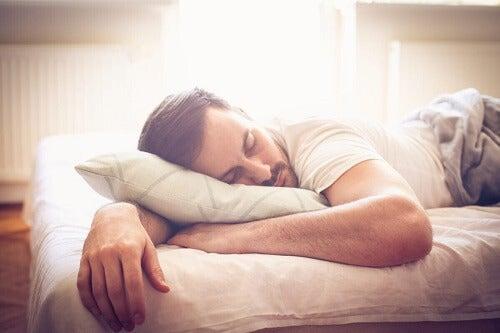Uomo con ebbrezza da sonno.