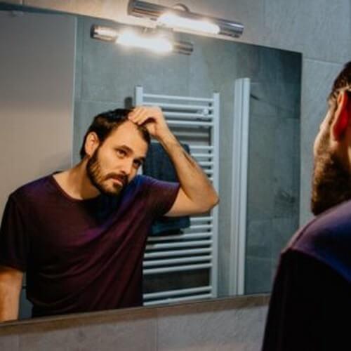 Falacrofobia: sintomi, cause e trattamenti