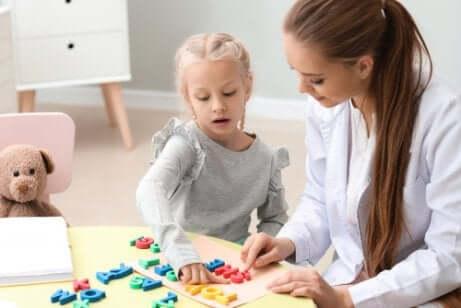 Bambina e terapista.