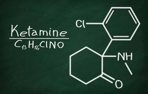 Formula chimica della ketamina.