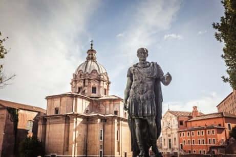 Statua di Giulio Cesare.