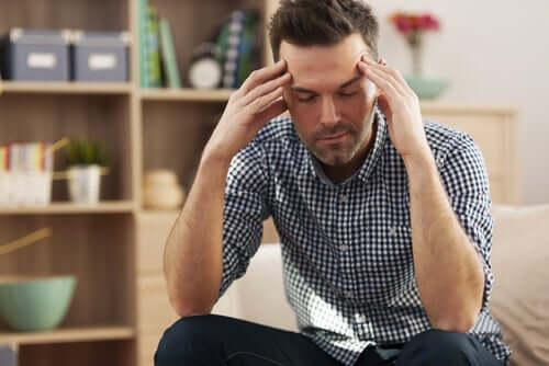 Uomo afflitto dallo stress.