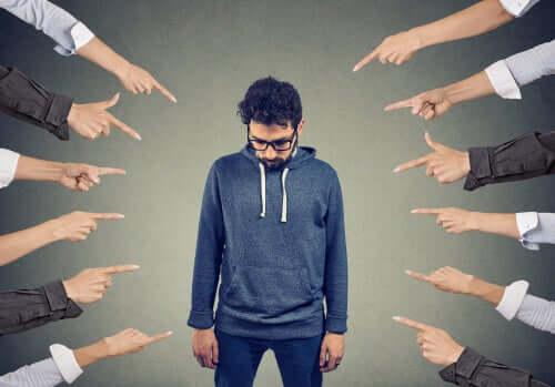 Persone che ci paragonano agli altri