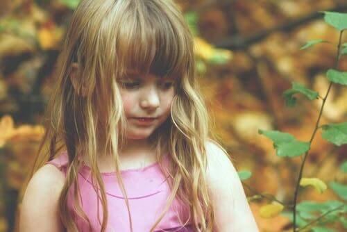 Bambina triste.