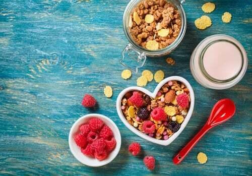 Cereali con frutti rossi.