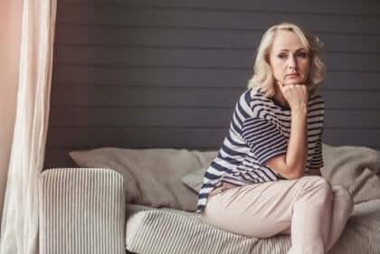 Donna vittima di violenza filio-parentale da parte del figlio.