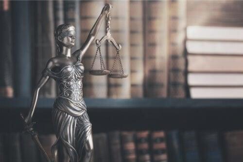 Frasi sulla giustizia senza tempo
