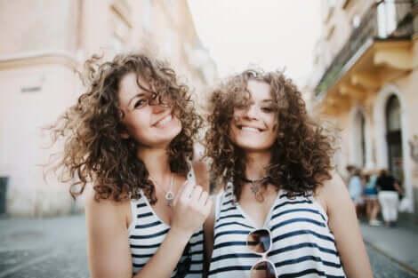 Sorelle gemelle.