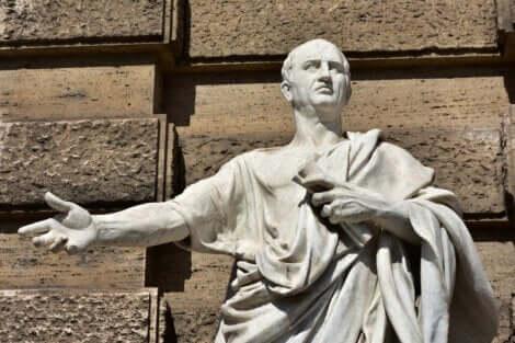 Statua di Cicerone.