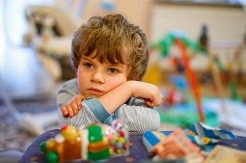 Un bambino triste e svogliato, cosa nasconde?