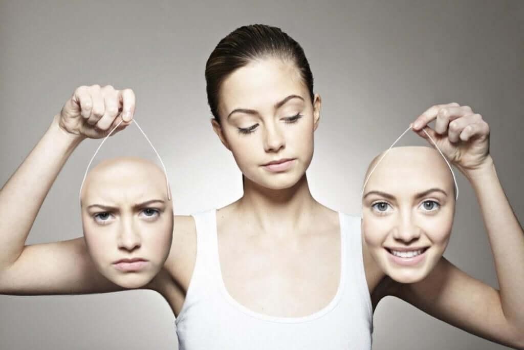 Donna con due facce e disturbo bipolare.