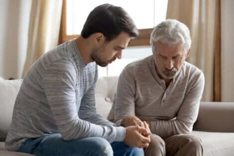 Codipendenza nella famiglia tra padre e figlio.