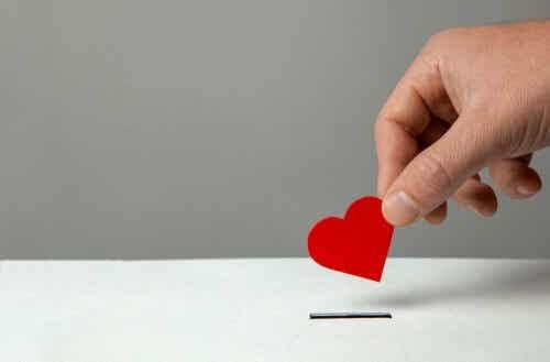 Piccolo cuore rosso.