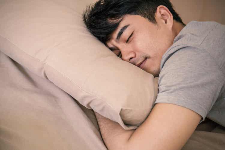 Il sonnambulismo notturno predilige i soggetti tra i 20 e i 45 anni.