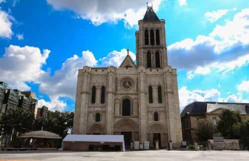 Saint Denis.