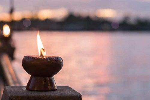 Candela per meditazione.