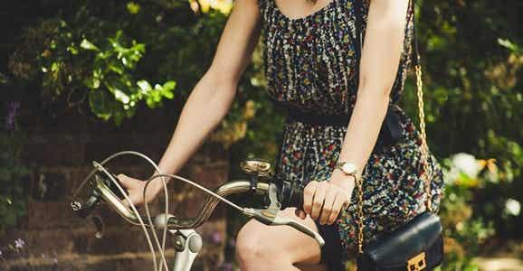 Ragazza in bicicletta.