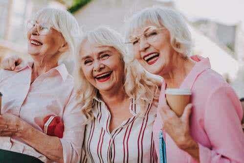 L'amicizia nella vecchiaia allevia il dolore
