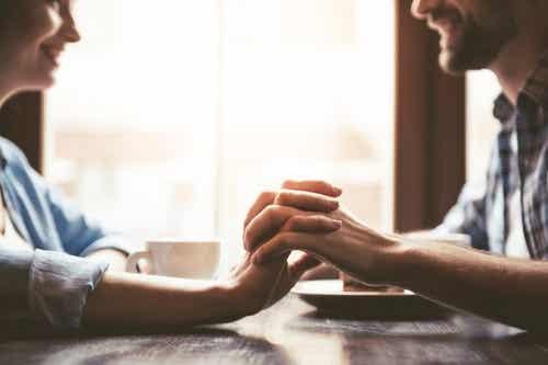 Promesse d'amore: nutrono o illudono?
