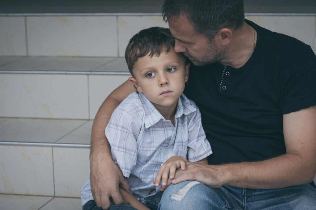 Padre in supporto del figlio.