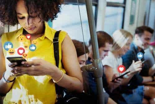 Più felici senza i social network?