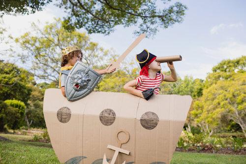 Attività divertenti per bambini che giocano ai pirati.