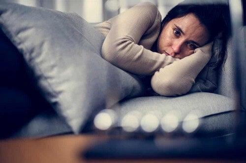 Donna affetta da depressione.