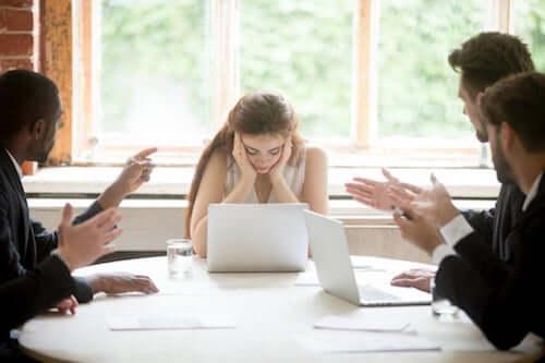 Maleducazione sul lavoro e conseguenze